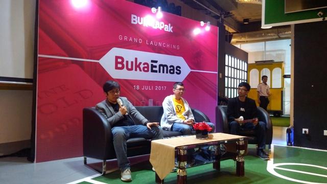 Achmad Zaky (CEO Bukalapak) dengan Indra Sjuriah (CMO Indo Gold) pada grand launching BukaEmas, bisa nabung emas di BukaEmas