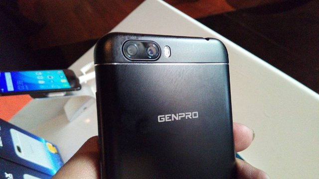 Penampakan kamera belakang ganda pada Genpro X Pro