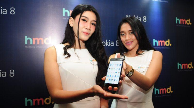 Nokia 8 diperagakan oleh model